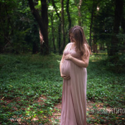 London Maternity & Pregnancy Photography- Outdoor & Studio